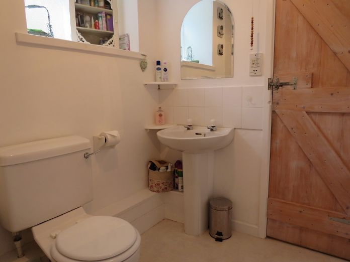 Detached House, 2 bedroom Property for sale in Mousehole, Cornwall for £350,000, view photo 11.