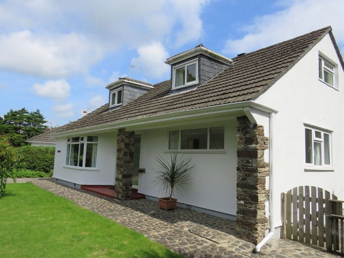 Detached Bungalow, 3 bedroom Property for sale in Penzance, Cornwall for £325,000, view photo 1.
