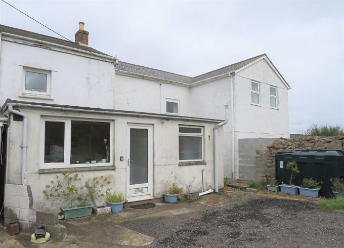 Terraced, House, 2 bedroom Property for sale in Redruth, Cornwall for £120,000, view photo 2.