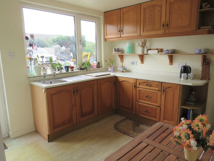 Terraced, House, 2 bedroom Property for sale in Redruth, Cornwall for £120,000, view photo 7.