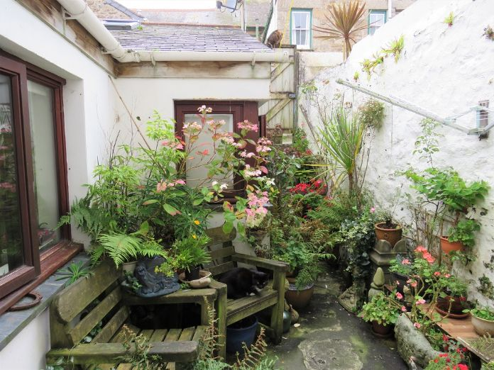 Terraced, House, 4 bedroom Property for sale in Penzance, Cornwall for £400,000, view photo 2.