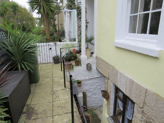 Terraced, House, 4 bedroom Property for sale in Penzance, Cornwall for £400,000, view photo 12.
