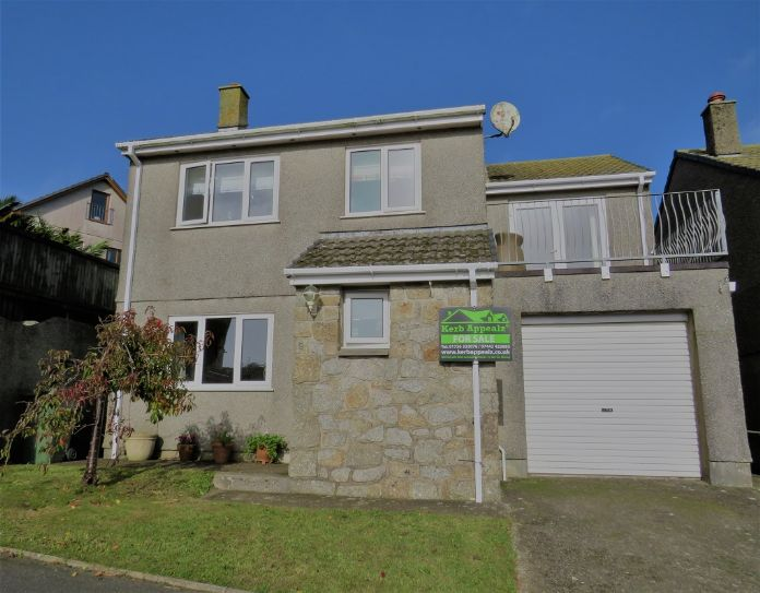 Detached House, 4 bedroom Property for sale in Newlyn, Cornwall for £325,000, view photo 4.