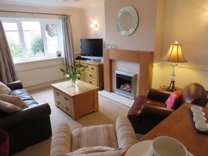 Detached House, 4 bedroom Property for sale in Newlyn, Cornwall for £325,000, view photo 5.