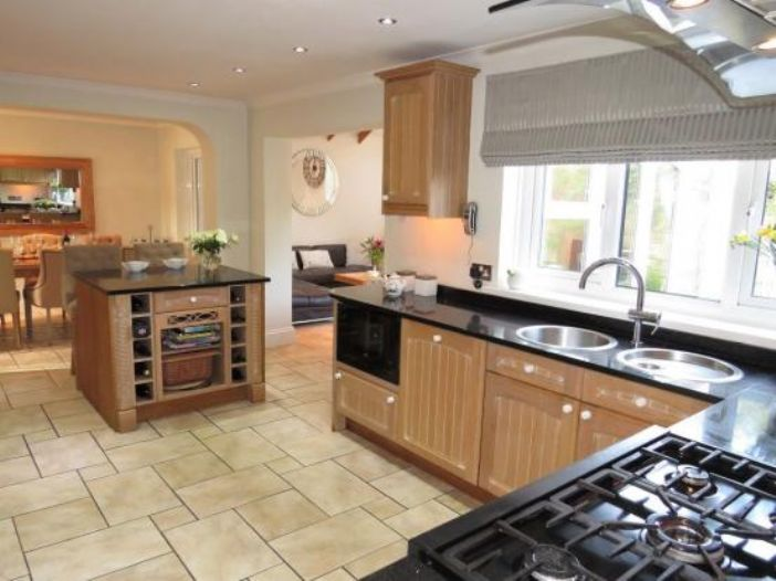Detached House, 4 bedroom Property for sale in Newlyn, Cornwall for £325,000, view photo 10.