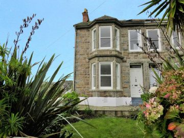 End of Terrace, House for sale in Newlyn: Orchard Terrace, Newlyn, Penzance, Cornwall.  TR18 5BJ, £325,000