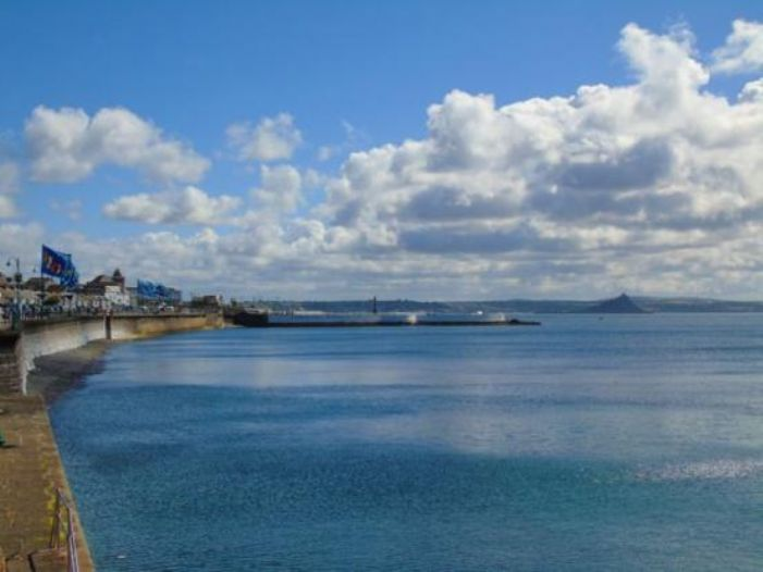 End of Terrace, 3 bedroom Property for sale in Penzance, Cornwall for £220,000, view photo 3.