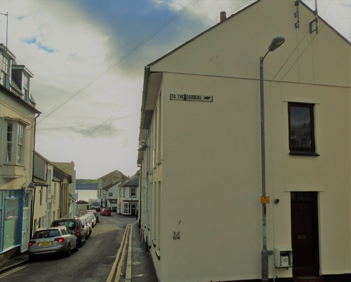 End of Terrace, 3 bedroom Property for sale in Penzance, Cornwall for £200,000, view photo 4.