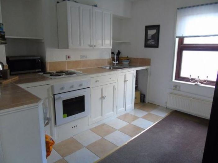End of Terrace, 3 bedroom Property for sale in Penzance, Cornwall for £220,000, view photo 8.
