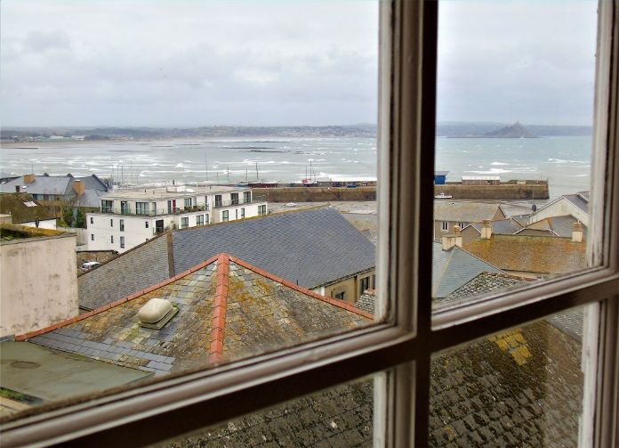 Apartment, Holiday Home, 5 bedroom Property for sale in Penzance, Cornwall for £480,000, view photo 4.