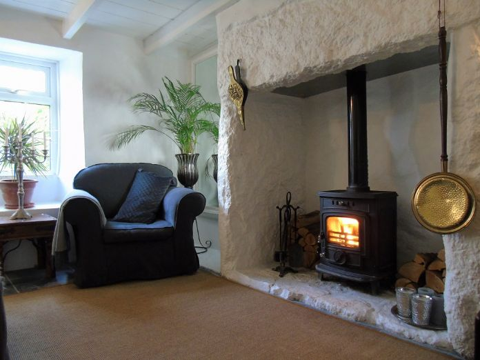 End of Terrace, House, 3 bedroom Property for sale in Penzance, Cornwall for £275,000, view photo 3.