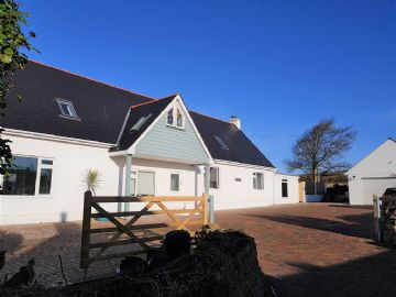 Detached House, House for sale in Helston: Higher Lane, Ashton, Helston, Cornwall TR13 9SB, £625,000