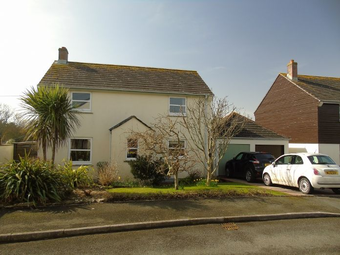 Detached House, 4 bedroom Property for sale in Goldsithney, Cornwall for £325,000, view photo 1.