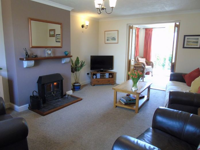 Detached House, 4 bedroom Property for sale in Goldsithney, Cornwall for £325,000, view photo 2.