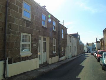 Terraced, House for sale in Penzance: Queens Street, Penzance, TR18 4BH, £170,000