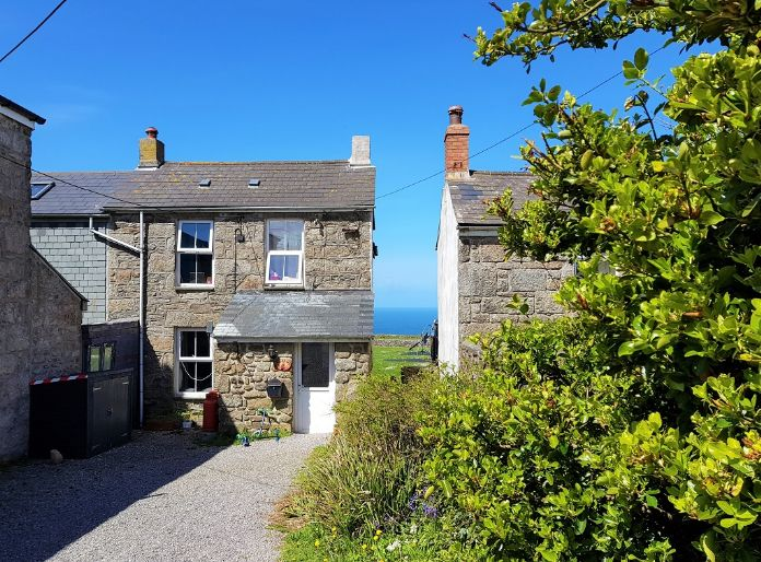 Detached House, 4 bedroom Property for sale in Pendeen, Cornwall for £300,000, view photo 2.