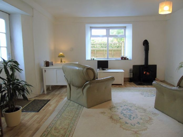 Flat, 1 bedroom Property for sale in Goldsithney, Cornwall for £160,000, view photo 2.