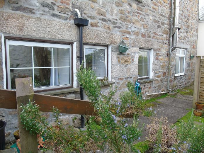 Flat, 1 bedroom Property for sale in Goldsithney, Cornwall for £160,000, view photo 5.