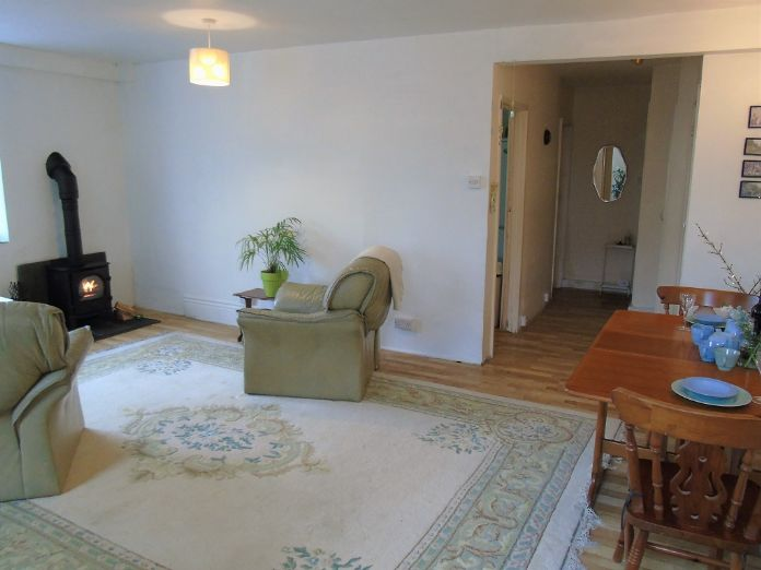 Flat, 1 bedroom Property for sale in Goldsithney, Cornwall for £160,000, view photo 8.