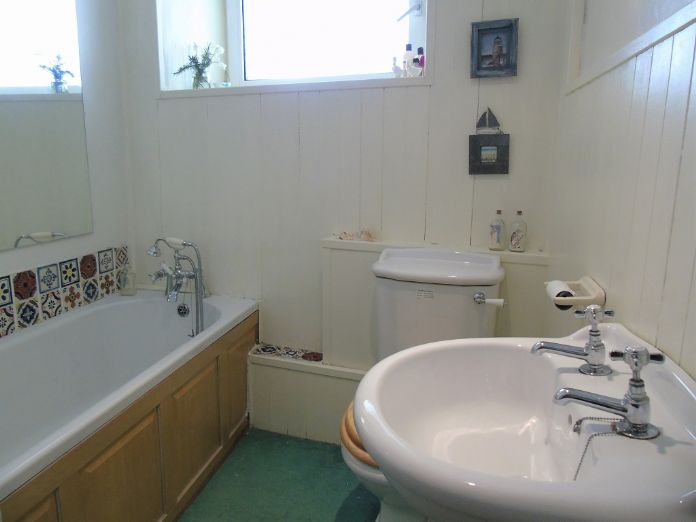 Flat, 1 bedroom Property for sale in Goldsithney, Cornwall for £160,000, view photo 9.