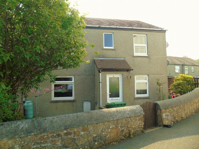 Flat, 2 bedroom Property for sale in Penzance, Cornwall for £125,000, view photo 1.