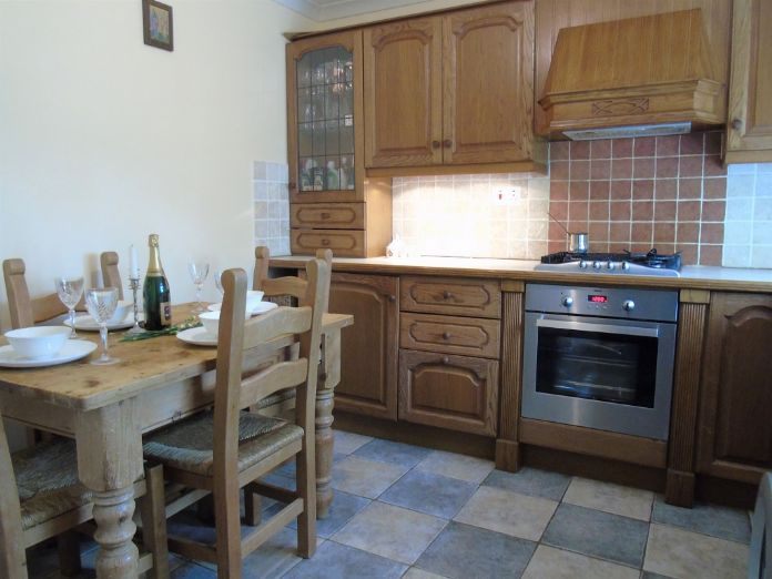 Flat, 2 bedroom Property for sale in Penzance, Cornwall for £125,000, view photo 3.