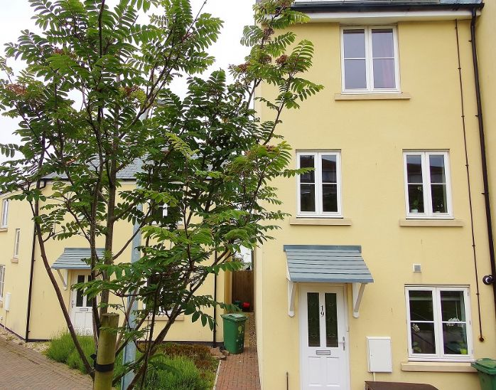 House, 4 bedroom Property for sale in Hayle, Cornwall for £220,000, view photo 1.