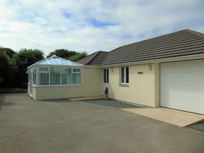 Detached Bungalow, 2 bedroom Property for sale in Goldsithney, Cornwall for £300,000, view photo 1.