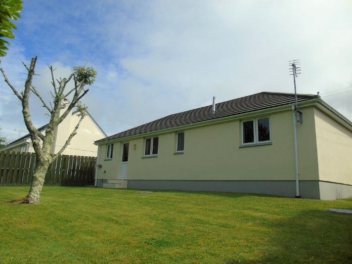 Detached Bungalow, 2 bedroom Property for sale in Goldsithney, Cornwall for £300,000, view photo 2.