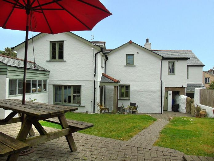 Detached House, 4 bedroom Property for sale in Barripper, Cornwall for £450,000, view photo 4.