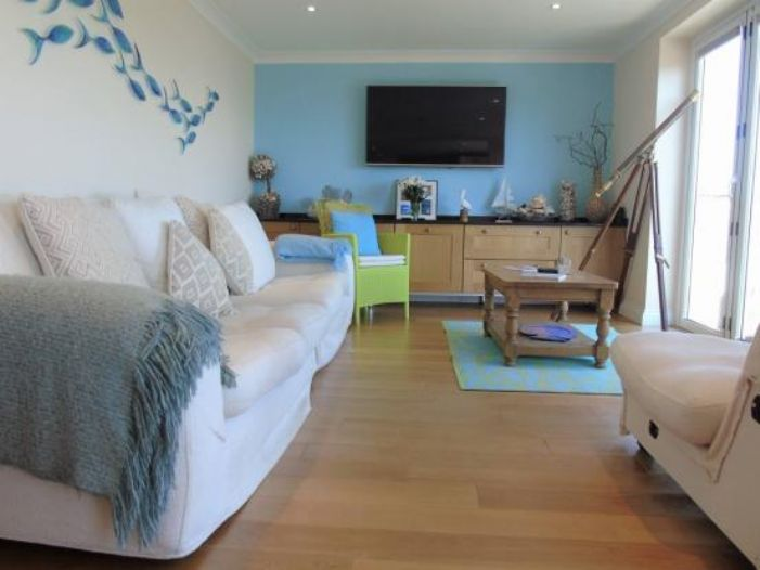 Detached Bungalow, 3 bedroom Property for sale in Newlyn, Cornwall for £400,000, view photo 4.