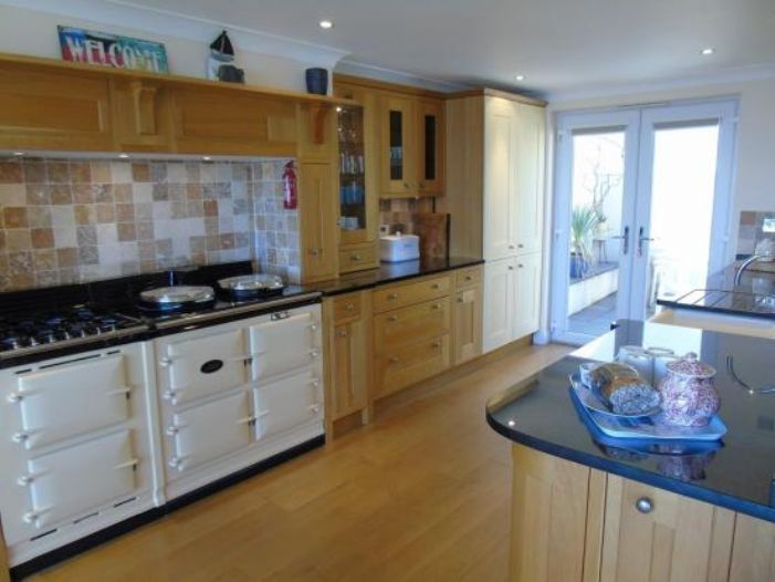 Detached Bungalow, 3 bedroom Property for sale in Newlyn, Cornwall for £400,000, view photo 7.