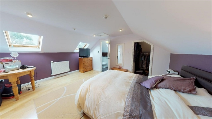 Detached Bungalow, 5 bedroom Property for sale in Goldsithney, Cornwall for £450,000, view photo 12.