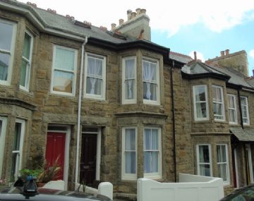 Terraced, House for sale in Penzance: Barwis Hill, Penzance, Cornwall TR18 2AL, £220,000