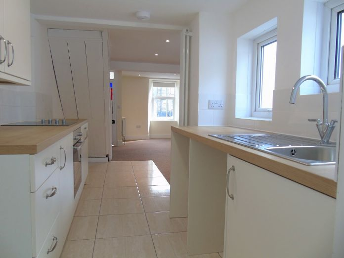 Terraced, House, 3 bedroom Property for sale in Penzance, Cornwall for £170,000, view photo 3.