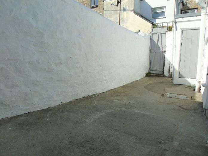 Terraced, House, 3 bedroom Property for sale in Penzance, Cornwall for £170,000, view photo 15.