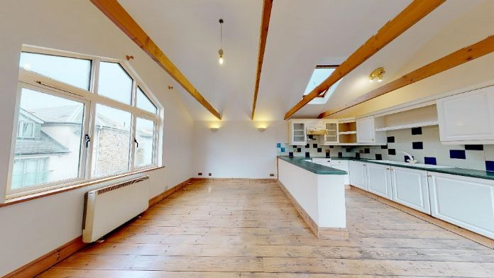 Maisonette, 3 bedroom Property for sale in Penzance, Cornwall for £150,000, view photo 3.