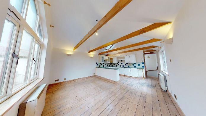 Maisonette, 3 bedroom Property for sale in Penzance, Cornwall for £150,000, view photo 4.