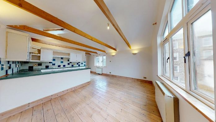 Maisonette, 3 bedroom Property for sale in Penzance, Cornwall for £150,000, view photo 5.