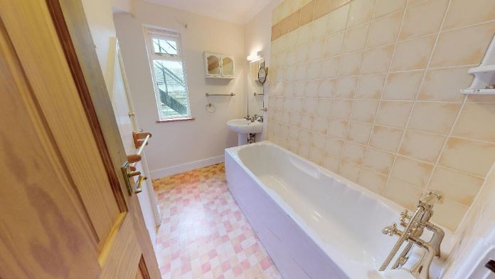 Maisonette, 3 bedroom Property for sale in Penzance, Cornwall for £150,000, view photo 7.