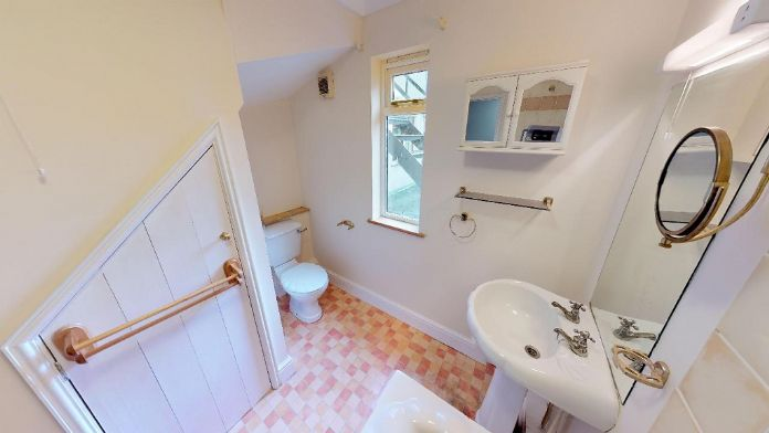 Maisonette, 3 bedroom Property for sale in Penzance, Cornwall for £150,000, view photo 8.