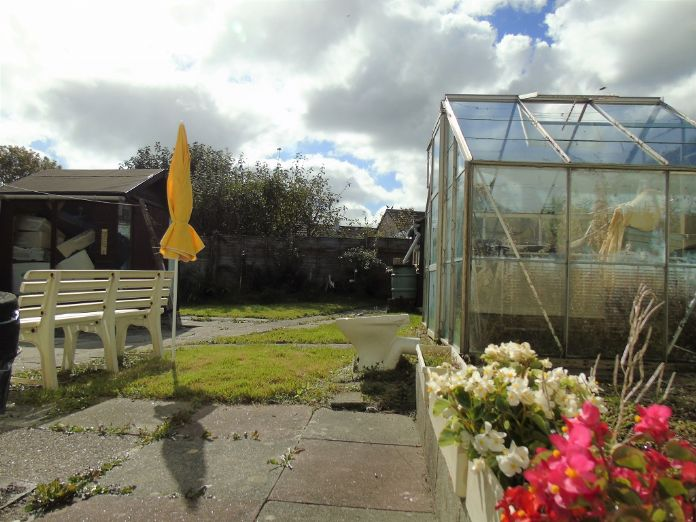 Terraced, Bungalow, 2 bedroom Property for sale in Penzance, Cornwall for £220,000, view photo 2.