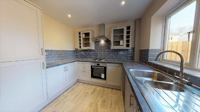 End of Terrace, House, 3 bedroom Property for sale in Penzance, Cornwall for £220,000, view photo 4.