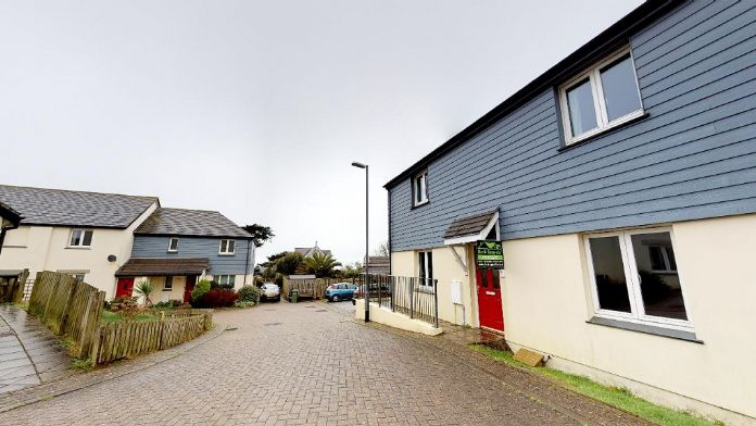 Flat, 2 bedroom Property for sale in St Ives, Cornwall for £175,000, view photo 1.