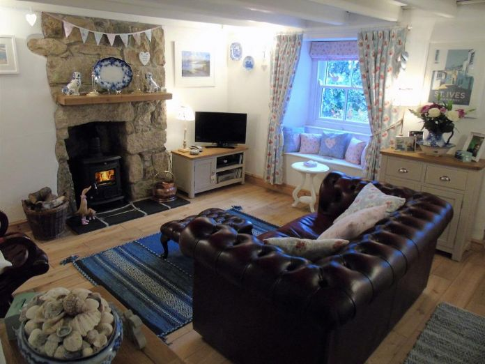 Semi Detached House, 2 bedroom Property for sale in Goldsithney, Cornwall for £240,000, view photo 3.