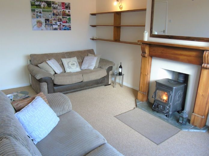 Semi Detached Bungalow, 2 bedroom Property for sale in Redruth, Cornwall for £200,000, view photo 4.