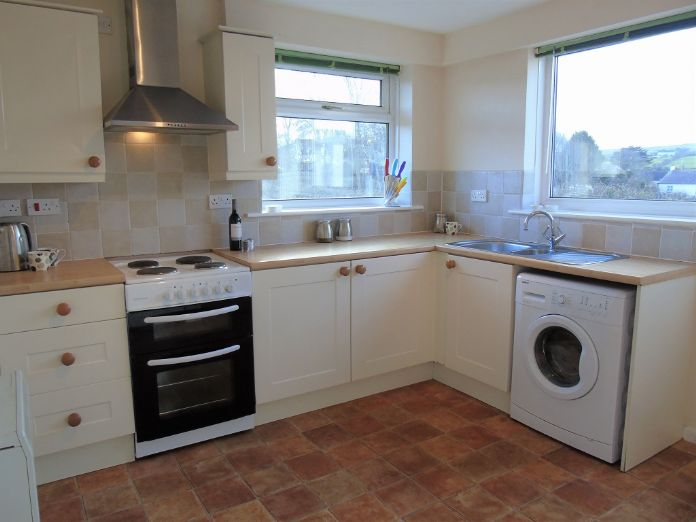 Semi Detached Bungalow, 2 bedroom Property for sale in Redruth, Cornwall for £200,000, view photo 5.