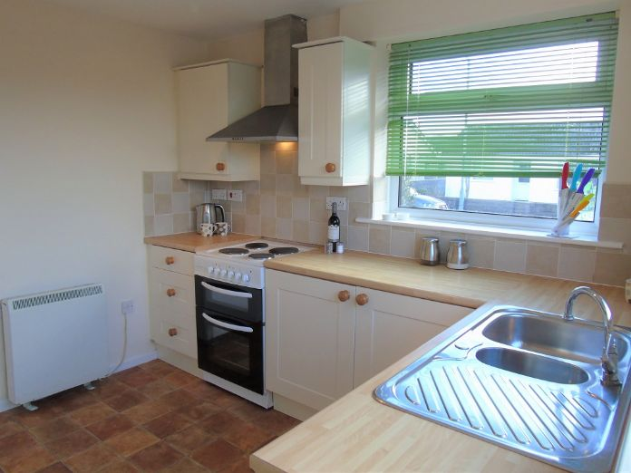 Semi Detached Bungalow, 2 bedroom Property for sale in Redruth, Cornwall for £200,000, view photo 6.