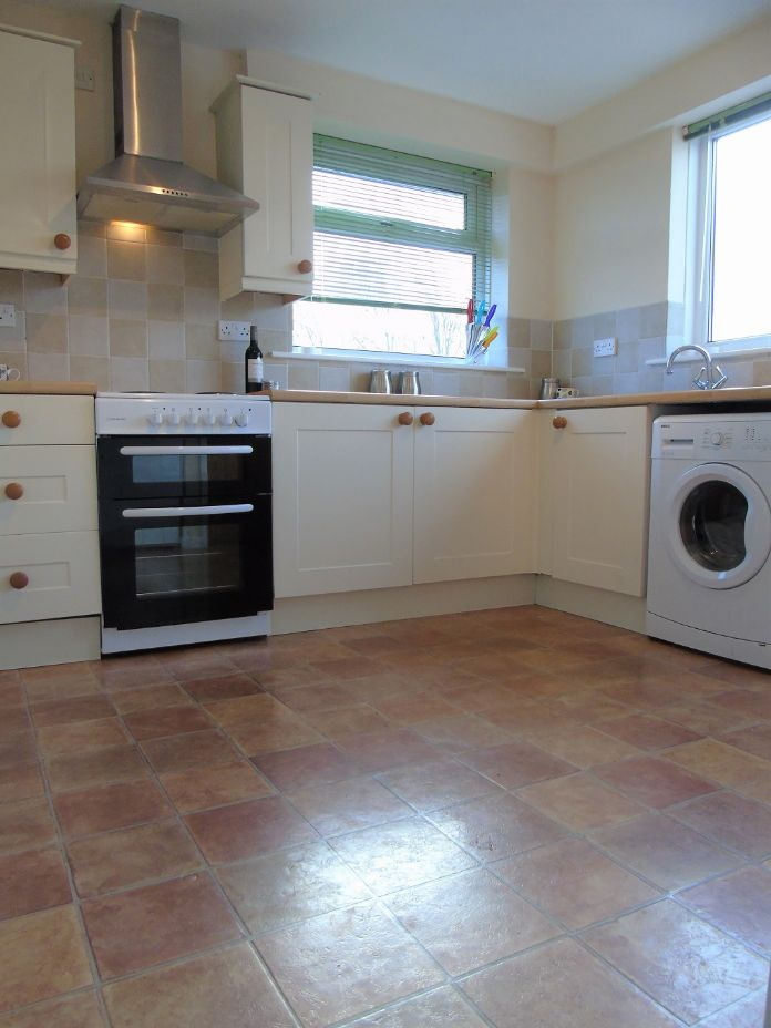 Semi Detached Bungalow, 2 bedroom Property for sale in Redruth, Cornwall for £200,000, view photo 7.