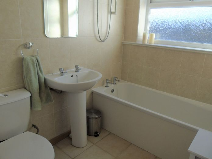 Semi Detached Bungalow, 2 bedroom Property for sale in Redruth, Cornwall for £200,000, view photo 8.